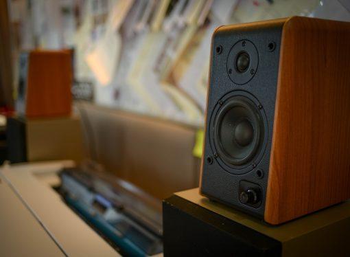 Montaż bezprzewodowych głośników, co musisz wiedzieć?