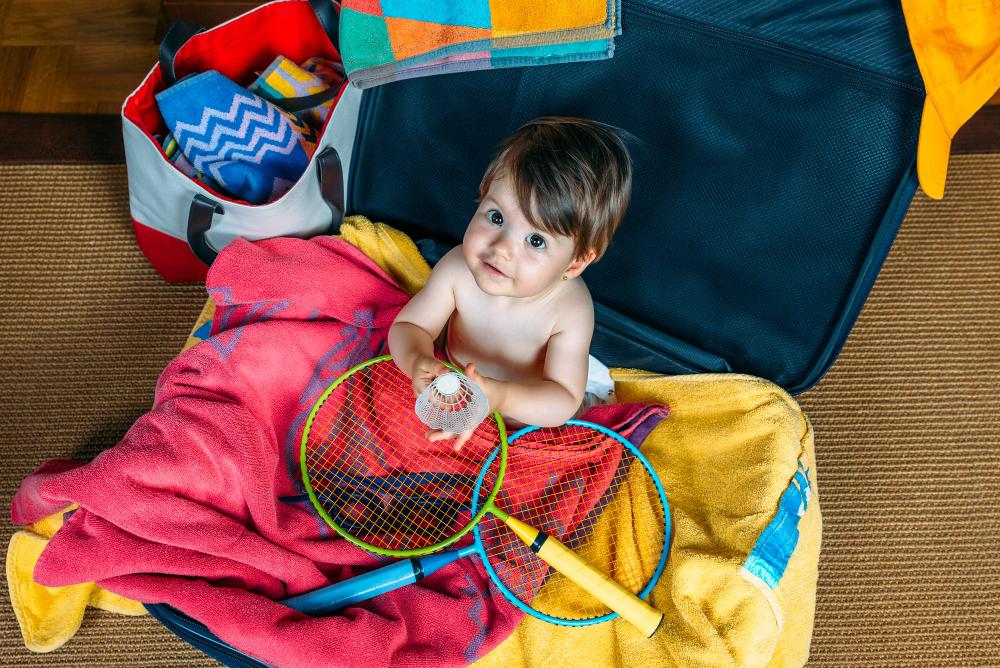 dziecko w walizce