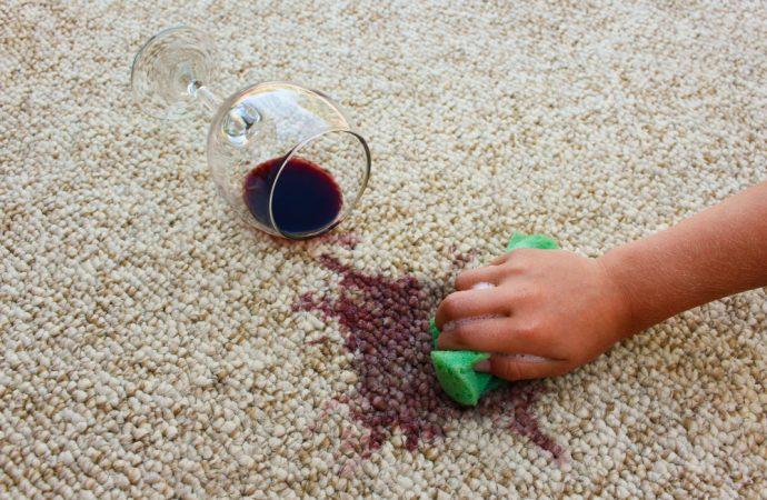 Jak pozbyć się zabrudzeń na dywanie?